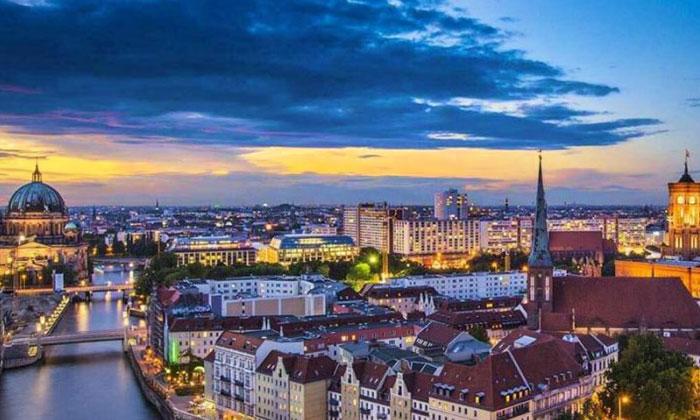 Berlin'de 240 bin konutun kamulaştırılması oylanacak